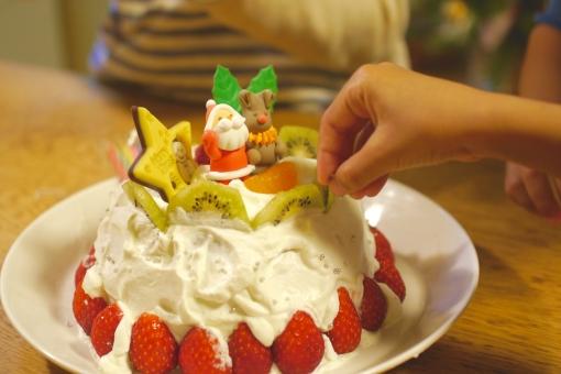 手作り クリスマス クリスマスケーキ クリスマスパーティー 手作りクリスマスケーキ パーティー 生クリーム いちご イチゴ 苺 サンタ サンタさん トナカイ スポンジ 美味しい 美味しそう ホームパーティー 家で 家 こどもと 子ども 子供 喜ぶ 楽しい ワクワク キラキラ 親子で 親子 12月 サンタクロース キウイ キウイフルーツ 節約 チョコ プレート チョコプレート チョコレート ドーム ドーム型 手 指 フルーツ デザート イベント 料理 ケーキ