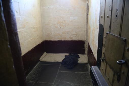 刑務所 監獄 犯罪 逮捕 投獄 部屋 罪人 被告 殺人 収監 警察 容疑者 罰 罪 牢獄 税金 悪