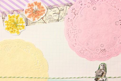 マスキングテープ 紙 メモ クラフト フレーム 余白 カラフル ポップ 額 額縁 バックグラウンド 背景 背景素材 枠 雑貨 手紙 レター ステーショナリー 道具 ライフスタイル コラージュ デコ カード スクラップブッキング デザイン アート 楽しい 明るい 破る ちぎる 切り抜き テキストスペース コピースペース シール 花 地図 レース レースコースター ピンク 黄色 ストライプ フクロウ 梟 ふくろう ミミズク 格子 罫線