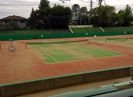 テニスコート テニス場 運動場 公園 自然 無人 曇天 晩夏 緑 風景 景色