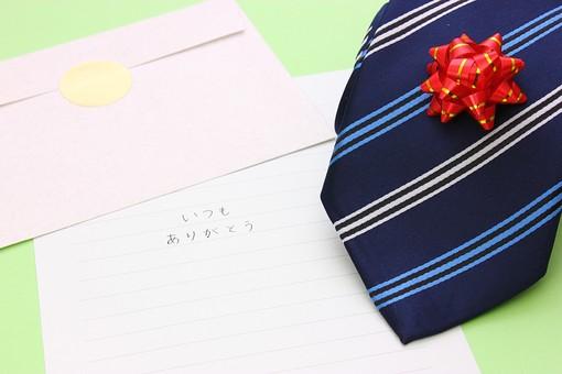 父の日 イベント プレゼント ギフト 行事   明るい    6月 六月  贈る     プレゼント  ネクタイ  メッセージ  感謝 ありがとう 手紙 封筒 便せん 便箋 リボン 緑 緑バック