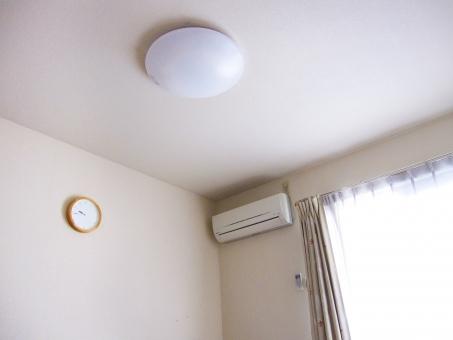 アパート 室内 屋内 照明 時計 リビング エアコン カーテン 日光 南向き 日当たり良好 壁紙 クーラー  天井 日差し 明るい 午前中 白い 清潔感 シンプル