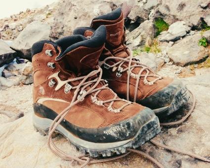 トレッキングシューズ 靴 登山靴 汚れ 茶色 ハイキング お手入れ 手入れ 靴ひも シューズ モンベル