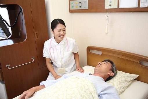 白衣 病院 医院 医療 ナース 看護師 看護婦 患者 男 男性 入院 病室 病気 シニア 介護施設 治療 療養 老人ホーム ベッド 寝る 若い 検診 ナースコール 話す 福祉 笑顔 mdjm013 mdjf034