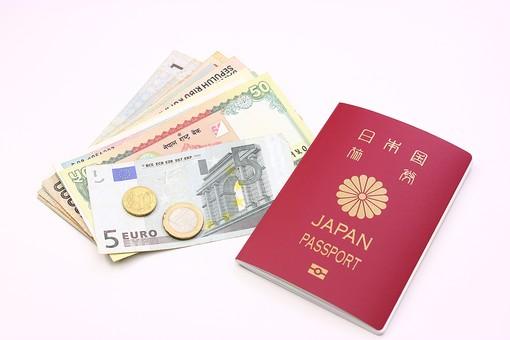 お金 現金 紙幣 コイン お札 マネー 貨幣 外貨 海外紙幣 通貨 為替 流通 ビジネス 金融 経済 ヨーロッパ 国際 国際交流 情勢 国際情勢 金利 外貨取引 旅行 海外 ユーロ パスポート 旅券 海外旅行 海外出張