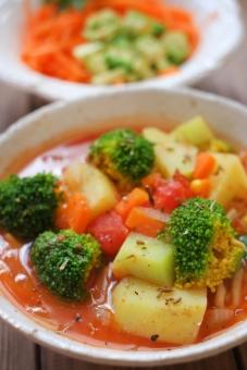 野菜スープ スープ サラダ ヘルシー 野菜 とまと トマト じゃがいも ジャガイモ ブロッコリー ニンジン にんじん 人参 broccoli トマトスープ アボカド アボガド カフェ カフェごはん 健康 salad food cafe cafemenu soup vegan ビーガン マクロビ