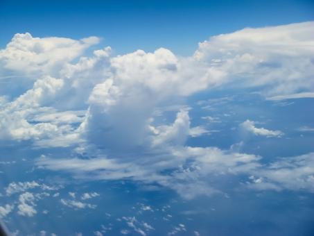 飛行機から見た雲の写真