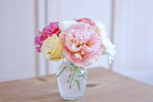 トルコ桔梗 花 パステルカラー 柔和 柔らか ソフト 花瓶 花びん 癒し インテリア 植物 ウエディング ブーケ フラワーアアレンジメント 花束 リンドウ ウエディングブーケ 希望 思いやり 優美 花言葉