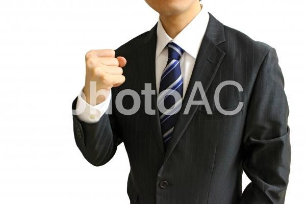 拳を握るビジネスマン1 白背景の写真
