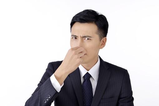 日本人 男性 男 男子 Men スーツ 背広 仕事 Job 働く サラリーマン 就労 労働 勤労 勤務 ビジネス 業務 お仕事 会社 オフィス 事務所 通勤 屋内 室内 白背景 ポーズ 20代 30代 ビジネスマン 臭い 匂い 香り mdjm001