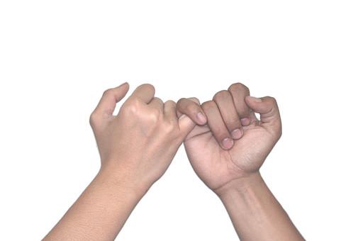 人物 背景 白 白背景 白バック 切り抜き パーツ ボディパーツ 腕 ポイント 指 手首 ジェスチャー 身ぶり 肌 余白  シンプル ハンドパーツ 右手  小指 約束 指切り 人の手 二つの手