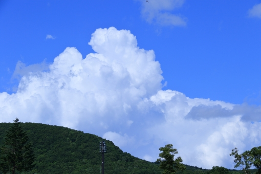 積乱雲(山間の風景)の写真