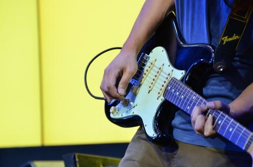 音楽 楽器 ミュージック 演奏 演奏会 コンサート ステージ ライブ 趣味 イベント プレイ パフォーマンス 弾く 会場 舞台 ミュージシャン アーティスト 音楽家 演奏家 ギター エレキギター ストラトキャスター ギタリスト バンド ロックバンド