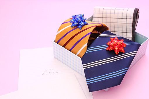 父の日 イベント プレゼント ギフト 行事   明るい    6月 六月  贈る     プレゼント 箱 ネクタイ ハンカチ  リボン ストライプ チェック ピンク ピンクベース メッセージ 手紙 ありがとう 感謝