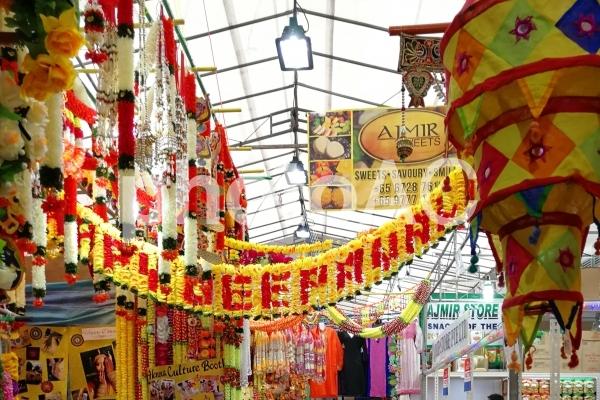 シンガポール リトルインディア カラフルなアーケードの写真